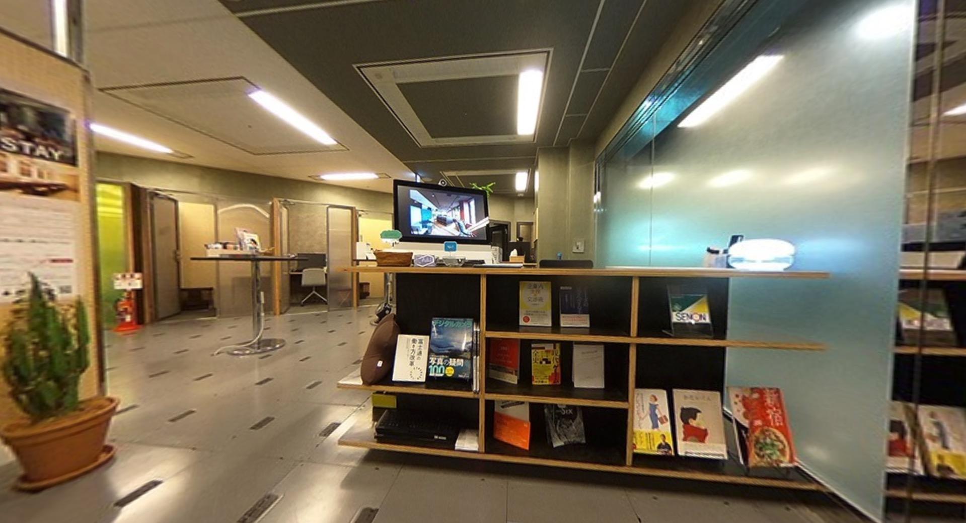 ワークスタイリング新宿西口のオフィス内部の画像「フロント」