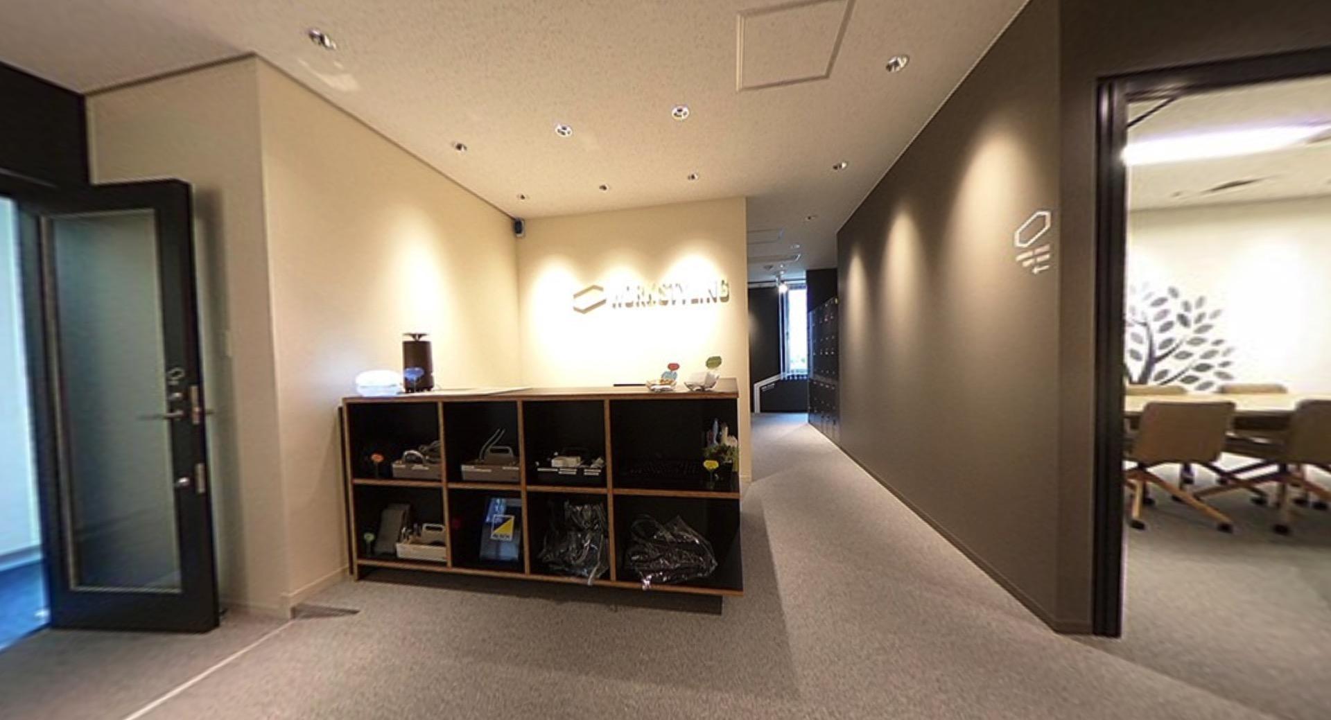 ワークスタイリング表参道のオフィス内部の画像「フロント」